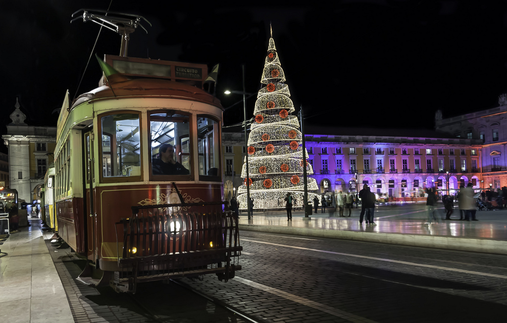 christmas lights and garlands light up in lisbon next week - Christmas In Portugal